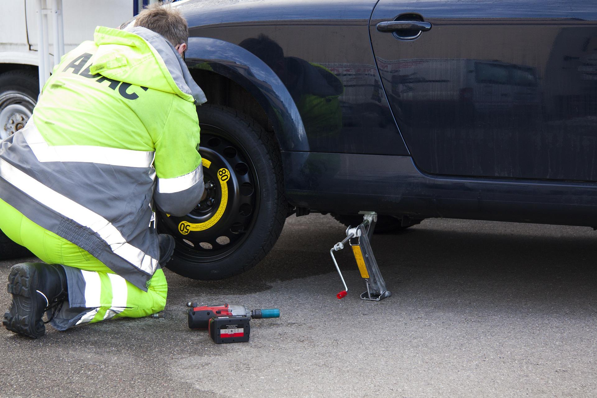 Come cambiare la gomma auto