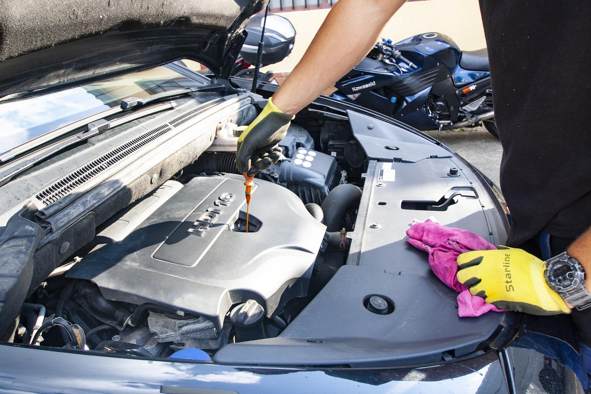 Come cambiare olio al motore dell'auto